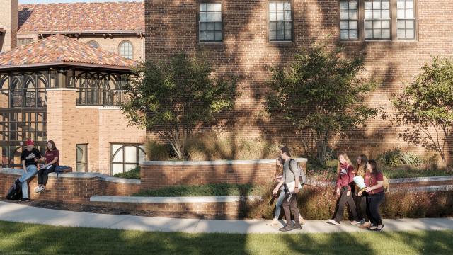 Honors students walk to a class in Francis Hall
