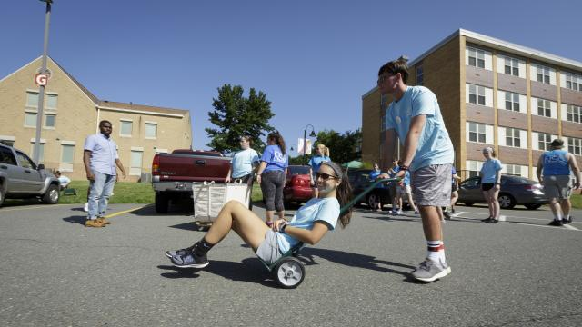 Volunteer fun on move in day